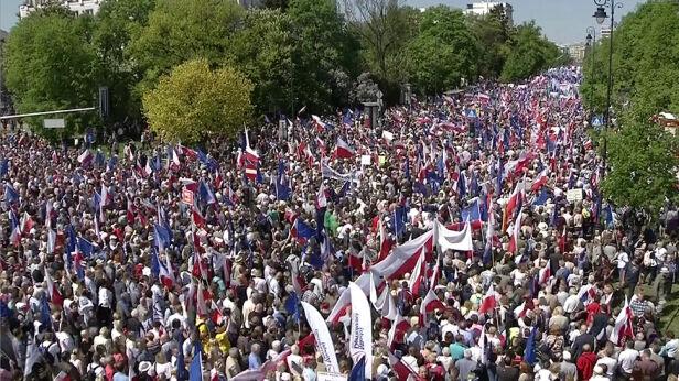 Marsz KOD i opozycji TVN24
