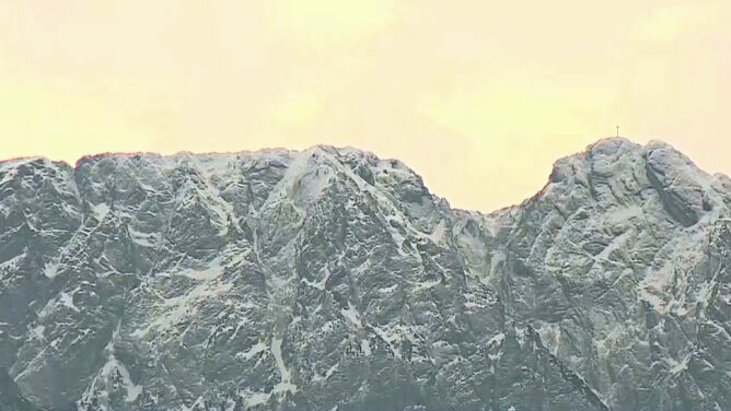 Trudne warunki w Tatrach. <br />Uwaga, szlaki są oblodzone