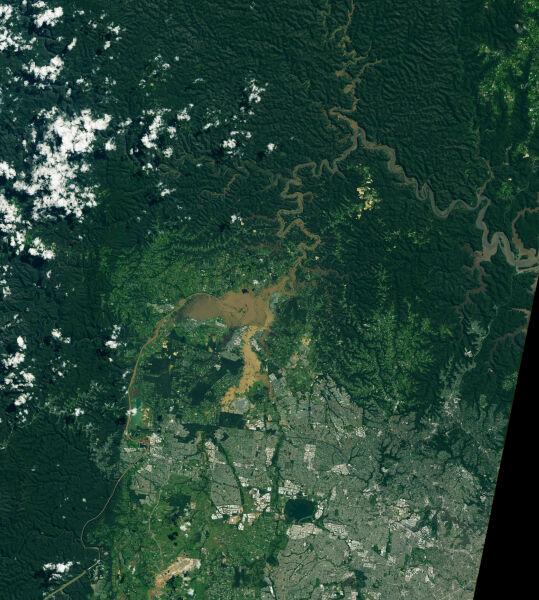 Zdjęcia satelitarne zalanych terenów z okolic rzeki Hawkesbury z 5 marca 2021 roku (NASA)