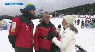 Anna Dec rozmawia z ratownikami GOPR-u